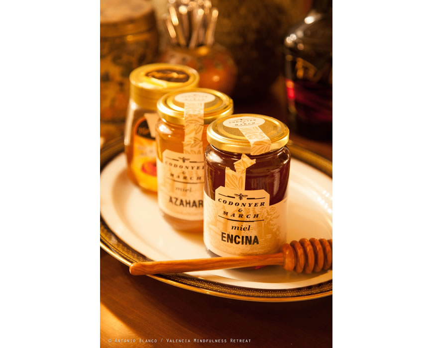 Organic honey served at your five star Cava-Champagne breakfast.