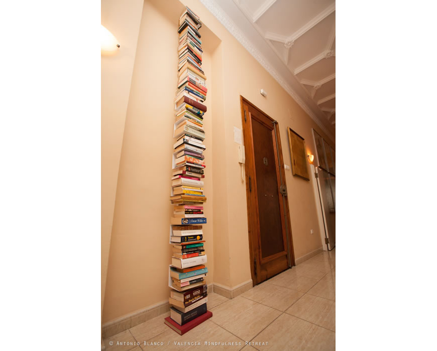 Library : Enjoy the rising sun, reading in one of our comfortable loungerooms.
