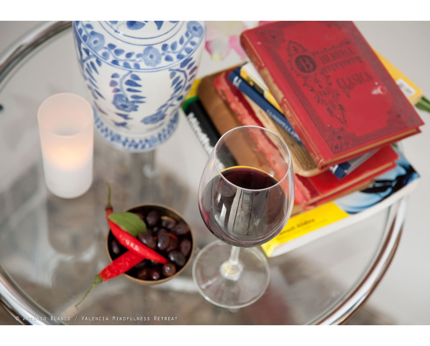 Your romantic bed and breakfast in the city center of Valencia offers Rioja wine