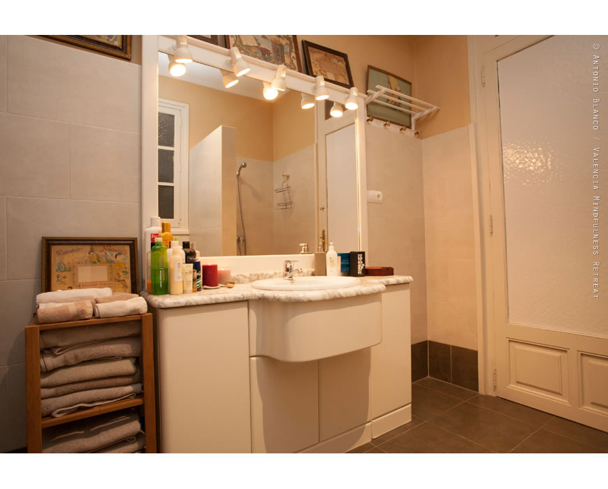 Luxury bathroom, smack in the the historical center of Valencia.
