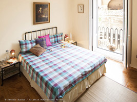 Valencia Mindfulness Retreat Bed and breakfast, sunny central vacation rental Spain.